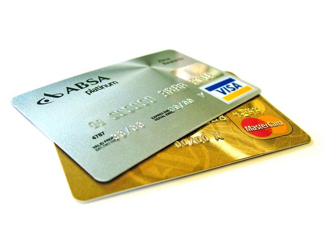 credit-card-gold-platinum-1512623-640x480